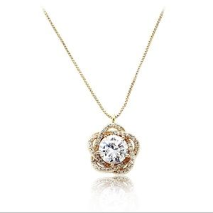 Lovely gold crystal flower necklace